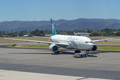 Air New Zealand | B777-200 | ZK-OKH (Anthony Kernich Photo) Tags: zkokh airnewzealand anz boeing dreamliner airplane aircraft airplanepicture airplanephotograph airplanephoto adelaide adelaideairport zoom longlens plane aviation jet olympusem10 olympus olympusomd commercialaviation planespotting planespot aeroplane flight flying airline airliner kadl kpad adl airport raw ypad livery star widebody boeing777 b777 b777200 777 pacificwave