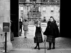 Black& white in Scotland. (ost_jean) Tags: scotland bw streetphotography nikon d5200 tamron sp af 1750mm f28 xr di ii vc ld aspherical if b005n ostjean edinburgh holyrood palace