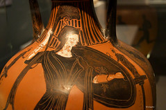 soldier VII (wsrmatre) Tags: greek grec griego antigüedad antiquité antiquity greece grèce grecia wsrmatre ericlopezcontini wsrmatrephotography museum museo musée caixaforum ceramics cerámica potterie earthenware art arte