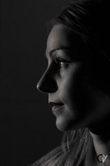 Andreea. (Carlos Velayos) Tags: chica girl retrato portrait strobist monocromo monochrome blancoynegro black white mujer woman