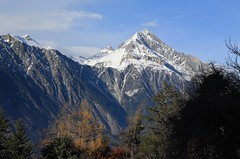 le Chavalard (bulbocode909) Tags: valais suisse montchemin chavalard montagnes nature paysages automne neige nuages arbres forêts bleu jaune vert