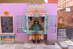 Shrine to a lingam (Francisco Anzola) Tags: chennai madras india tamilnadu asia shrine hinduism siva shiva lingam neighborhood