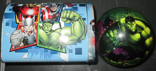 20170603 - yardsale haul - Avengers mailbox and The Hulk ball - 140056