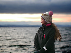 Eriell (livsillusjoner) Tags: girl outside outdoor hat jacket sea ocean water fjord varangerfjord varangerfjorden vadsø finnmark østfinnmark norge norway nordnorge northernnorway light lights pink blue black white sky skies view landscape hair kid child children portrait people