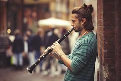 il clarinetto (marco monetti) Tags: candidportrait ritrattononimpostato streetartist artistadistrada streetmusician musicistadistrada clarinet clarinetto streetphotography fotografiadistrada viaclavaturebologna music people persone musica nikonaf105mmf2ddc defocuscontrol ngc