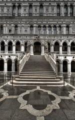 Venezia (Ruinenvogel) Tags: venedig venice venezia venise monchrom hdr stairs palazzo doge sanmarco piazzasanmarco piazza
