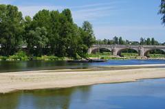 1223 Val de Loire en Août 2017 - Tours, au bord de la Loire au Pont Wilson (paspog) Tags: tours loire valdeloire france river fluss fleuve rivière août august 2017 pontwilson pont bridge brücke