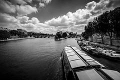 Pont des Arts, Paris, France (pas le matin) Tags: boat bateau bateaumouche water eau travel sky ciel monochrome bridges ponts paris voyage france europe europa nb bw noiretblanc blackandwhite canon 5d canon5d canon5dmkiii 5dmkiii eos5dmkiii canoneos5dmkiii