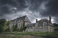 H I E R A R C H Y (A N T O N Y M E S) Tags: antonymes abandoned interesting derelict explore empty destroyed chateau abandonedbuilding abandonedchateau derelictbuilding derelictchateau urbex urbanexploration decay decayed broken rust old deserted unloved unused dark creepy decaying canon 550d france