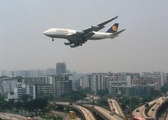 Lufthansa 747 'D-ABVD' (Longreach - Jonathan McDonnell) Tags: scan scanfromaslide lufthansa boeing 747 747400 747430 hongkong vhhh 1990s kaitak 874022 05051994 dabvd