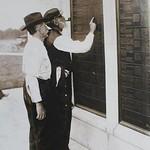 Civil War veterans looking for names on the Pennsylvania Monument Gettysburg reunion 1913. thumbnail