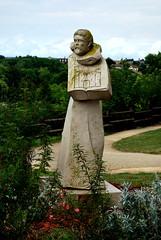 Saint Bernard de Clairvaux, Châtillon-sur-Seine (21) (odile.cognard.guinot) Tags: bourgogne schneiderdavid saintbernarddeclairvaux châtillonsurseine côtedor bourgognefranchecomté statue 2009 esplanadesaintvorles livre