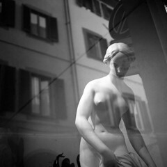 Street Art - Florence - November 2017 (cava961) Tags: florence sculpture art urban analogue analogico monochrome monocromo 6x6 bianconero bw