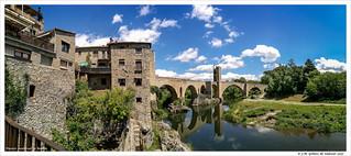 Puente medieval que da entrada a Besalú. Girona. España.  //Medieval bridge that gives access to Besalú. Girona Spain.