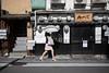 Gion, Kyoto (Japan) (www.monoeil.net) Tags: kyōtoshi kyōtofu japon jp kyoto japan gion woman umbrella streetphotography streetpicture street pierreyvessulem photoderue