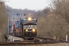 Not So Green (nrvtrains) Tags: intermodal christiansburgdistrict greenhill 236 signals norfolksouthern elliston virginia unitedstates us