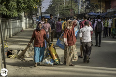 Dalits (Frankhuizen Photography) Tags: dalits untouchables bangalore bengaluru karnataka india straat streetlife photography fotografie kleur color colour 2017 candid road people local sidewalk traffic rushhour pavement pedestriancity ngr street sweeper straatveger stphotographia