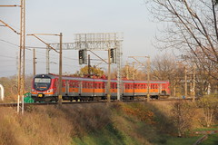 PR EN57-2015 , Wp3 intersection post , Wrocław 16.11.2017 (szogun000) Tags: wrocław poland polska railroad railway rail pkp line intersectionpost ezt emu set electric en57 en572015 spot pr przewozyregionalne train pociąg поезд treno tren trem passenger commuter regio 60569 d29143 dolnośląskie dolnyśląsk lowersilesia canon canoneos550d canonefs18135mmf3556is