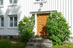Norwegen 2017 (Stefan Giese) Tags: norwegen norway panasonic fz1000 haus gebäude building tür door weis braun holzhaus holztür
