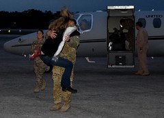Georgia National Guard (The National Guard) Tags: georgia ga gang homecoming welcome home family families deployment deployed hug girlfriend boyfriend embrace ng nationalguard national guard guardsman guardsmen airmen airman soldier soldiers us army air force united states america usa military troops 2017