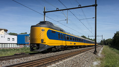 NS ICMm 4210 storming through Dordrecht-Zuid railway station (Nicky Boogaard) Tags: dordrechtzuid dordrecht train dmrailroad dmrailway railway ns nederlandsespoorwegen dutchrailways icmm icm koploper thenetherlands holland