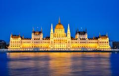 Parlamento - Budapest (Valdy71) Tags: budapest parlamento ungheria valdy nikon blue night city landscape skyline danubio