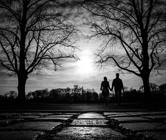 Hand ind Hand (Dan-Schneider) Tags: streetphotography street schwarzweiss silhouette light human blackandwhite bw hanover monochrome mood sun frame