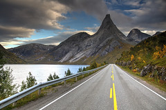 Stetind and the Road (hapulcu) Tags: arctic nordland norge noruega norvege norvegia norway norwegen stetind automne autumn autunno herbst høst toamna