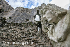Looking up at statue of King Richard the Third at Middleham Castle, Wensleydale, in the county of North Yorkshire, England. (Remsberg Photos) Tags: england yorkshire dramatic middlehamcastle historic oldruin wensleydale ancient architecture builtstructure deterioration famousplaces tourism uk traveldestinations history stone castle medieval richardthethird richardiii famouspeople monarchy king shakespeare nopeople colorimage middleham tiltup ruins unitedkingdom
