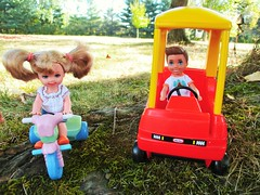 🌳Play time🌳 (flores272) Tags: kellydoll campingfunboydoll littletikes cozycoupe minicozycoupe vintagecozycoupe barbie barbiedoll littletikesvintagecar doll dolls toy toys