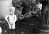Kleiner Schaden (nori pi) Tags: schwarzweiss skulptur trödel junge nackt pinkeln abgebrochen mannekenpis