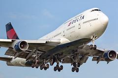 """Boeing 747-400 Delta Airlines landing at runway 06 (PH-OTO) Tags: amsterdam airport schiphol kaagbaan polderbaan buitenveldertbaan aalsmeerbaan """"the netherlands"""" 0624 18r36l 18l36r 18c36c 0927 boeing 747 747400 delta airline northwest ship 6302"""