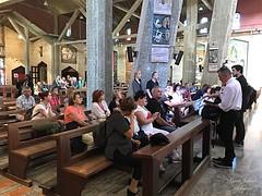 16 - Zarándokok az Angyali üdvözlet templomában / Pútnici v Bazilike Zvestovania
