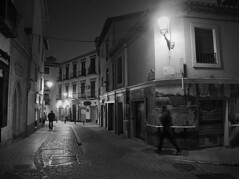 night (Pablo Utrilla) Tags: streetphotography street streetphoto calle night granada grafitti bnw bw blackandwhite ghost