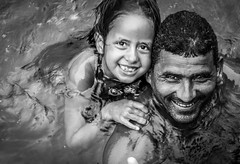 Felicidade - Angra dos Reis (RJ) Brasil (#WLMainente) Tags: bw pretoebranco monocromatic hapiness angradosreis family