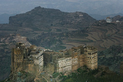Yemen: village perché dans le djebel Haraz. (Claude Gourlay) Tags: yemen moyenorient middleeast claudegourlay asie asia yemeni arabia arabie arabiafelix arabieheureuse architecture haraz djebelharaz