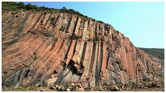 Spectacular hexagonal volcanic column rock wall at High Island Geo Trail (Alice 2018) Tags: stone 2017 blue autumn seashore hongkong ilce6000 sony a6000 sonya6000 sonysel1670zcarlzeissvariotessart tessar zeiss carlzeiss unesco geopark aatvl01 aatvl02