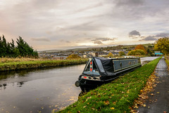 DSC_0022  - The 'Troubadour' (SWJuk) Tags: swjuk uk unitedkingdom gb britain england lancashire burnley home canal leedsliverpoolcanal towpath water waterscape straightmile burnleyembankment footpath trail vanishingpoint narrowboat barge clouds sunlight cloudy 2017 nov2017 autumn autumnal autumncolours leaves nikon d7100 nikond7100 rawnef lightroomclassiccc wideangle tokina1116mm boat sky landscape