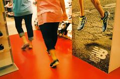 * (t.thanat) Tags: 3525 agfavista400 colorskopar colorfilm film filmisnotdead leica m6classic voigtlander foot ishootfilm juxtaposition shoes street