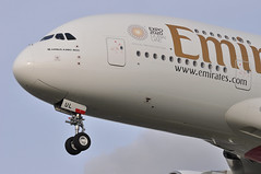 EK0031 DXB-LHR (A380spotter) Tags: approach landing arrival finals shortfinals threshold belly undercarriage landinggear nosegear airbus a380 800 msn0224 a6eul expo2020dubaiuaeofficialpremierpartner decal sticker 38m longrangeconfiguration 14f76j427y الإمارات emiratesairline uae ek ek0031 dxblhr runway27l 27l london heathrow egll lhr