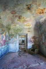 Only in my mind (Alexandre Katuszynski) Tags: urbex urbanexploration ue italy urbexitaly abandoneditaly abandoned abandonné abandonedhouse villa abandonedvilla house lostplaces lowlight light verlassen forgotten painting decay derelict decayed dust