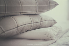 Winter (Graella) Tags: winter invierno mantas cojines hogar home hivern blankets cushions coixins cuadros lineas linies stripes cold frío fred squares cuadrats bedroom indoor