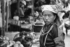 -c20171002_810_6141-2 (Erik Christensen242) Tags: ttmàcăngchải yênbái vietnam vn streetvendor bw monochrome hmong