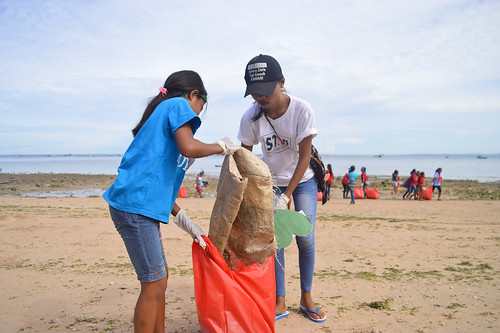 Coastal Clean Up Yegarean Kids - Indonesia