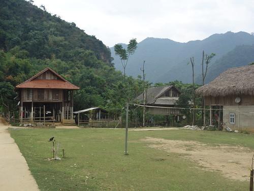 Nous avons aperçu beaucoup de terrains de volley dans les villages
