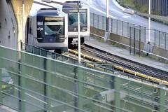 Passerende metro's (Guda Oly) Tags: amsterdam amsterdamnoord nieuweleeuwarderweg nzlijn metro trein