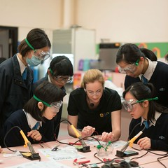 "Zoe leading a Madlab workshop in Hong Kong - 2016 • <a style=""font-size:0.8em;"" href=""http://www.flickr.com/photos/66389448@N03/38434624841/"" target=""_blank"">View on Flickr</a>"