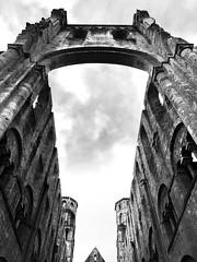 Abbaye de Jumièges (claudio malatesta) Tags: monumenthistorique iphone7 claudiomalatesta noiretblanc bw normandie abbaye jumièges