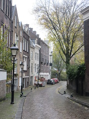 View on Achterwater, street in Delfshaven, Rotterdam, Netherlands (Paul McClure DC) Tags: delfshaven rotterdam netherlands thenetherlands southholland zuidholland nov2017 architecture historic