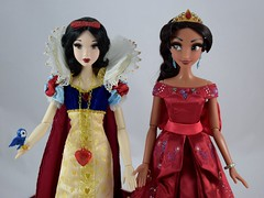 LE Snow White (2009) Greets LE Elena of Avalor (2017) - Midrange Front View (drj1828) Tags: us disneystore limitededition le le6000 le5000 doll collector collectible heirloom 17inch welcome groupphoto